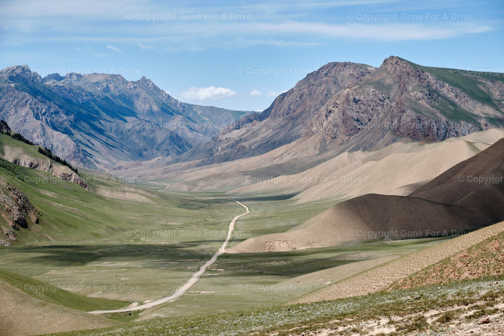 Kirgistan   Bergstraße südlich des Songköl See