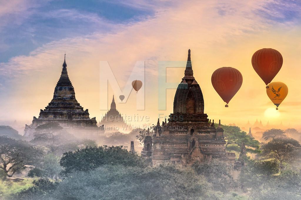 MW0115-5403   Myanmar: Ballons über der Tempelebene in Bagan