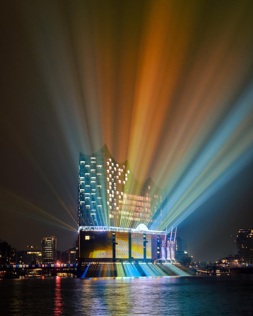 Rainbow Opera   Großer Lasershow zur Eröffnung der Elbphilharmonie