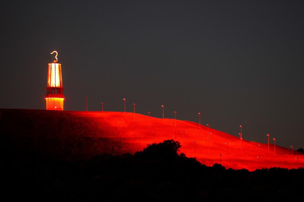 Halde Rheinpreussen | Blick von der Halde Rheinpreussen in Moers, Installation Das Geleucht von Otto Piene, 30 Meter hoher Nachbau einer Grubenlampe,