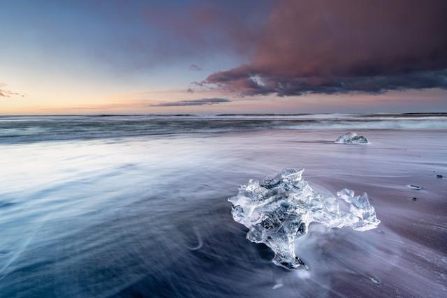 lonely diamonds | Captured at Jökulsárlón in Iceland on Mar 16, 2021 by Jens Klettenheimer (schiefLicht Fotografie)