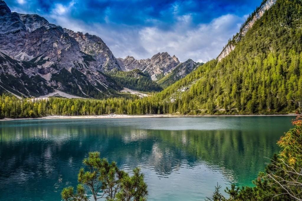 Lago di Braies   Der Pragser Wildsee ist einen Ausflug wert. Idyllisch, Filmkulisse und ein Paradies für Kinder. Das beschreibt den Bergsee am Besten.
