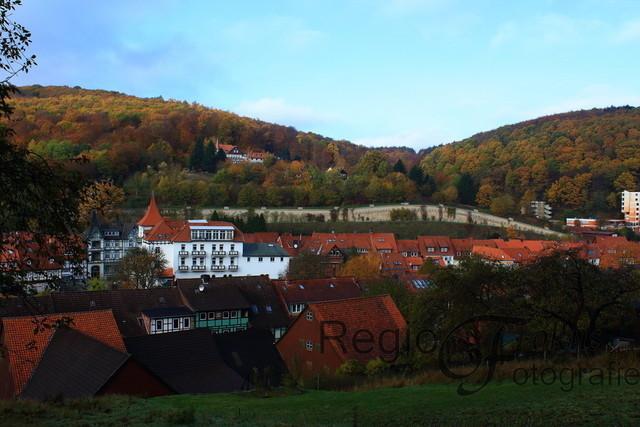 Herbstlicher Blick auf Bad Salzdetfurth | Bilck auf Bad Salzdetfurth vom Rundwanderweg 1 am Sothenberg, östlich vom Ort