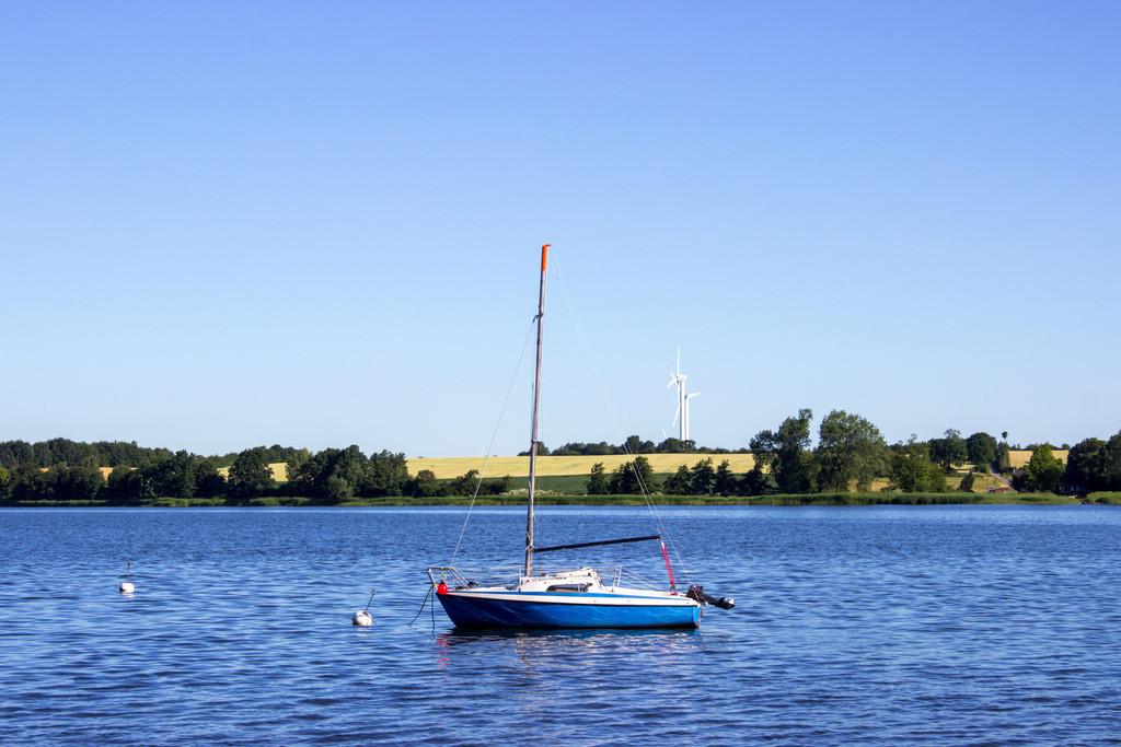 Sieseby an der Schlei | Segelboot auf der Schlei in Sieseby