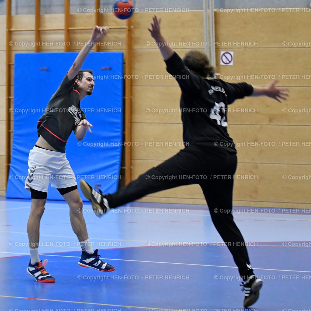 Darmstadt Handball Bezirksoberliga SGA Darmstadt - Erfelden 20190921 - copyright by HEN-FOTO | Darmstadt Handball Bezirksoberliga SGA Darmstadt - Erfelden 20190921 li 4 Simon Däubener (E) re TW 42 Lukas Martin Boudgoust (SGA) - copyright by HEN-FOTO Foto: Peter Henrich