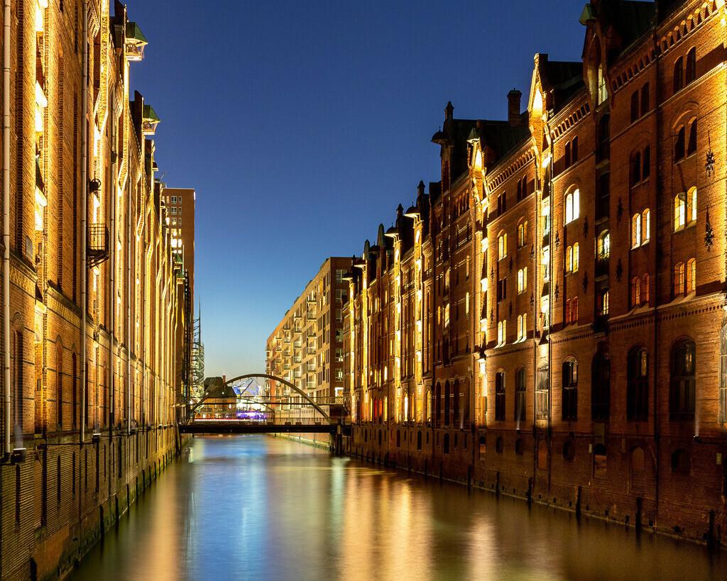 Speicherstadt bei Nacht | Blick in die Speicherstadt in Hamburg bei Nacht