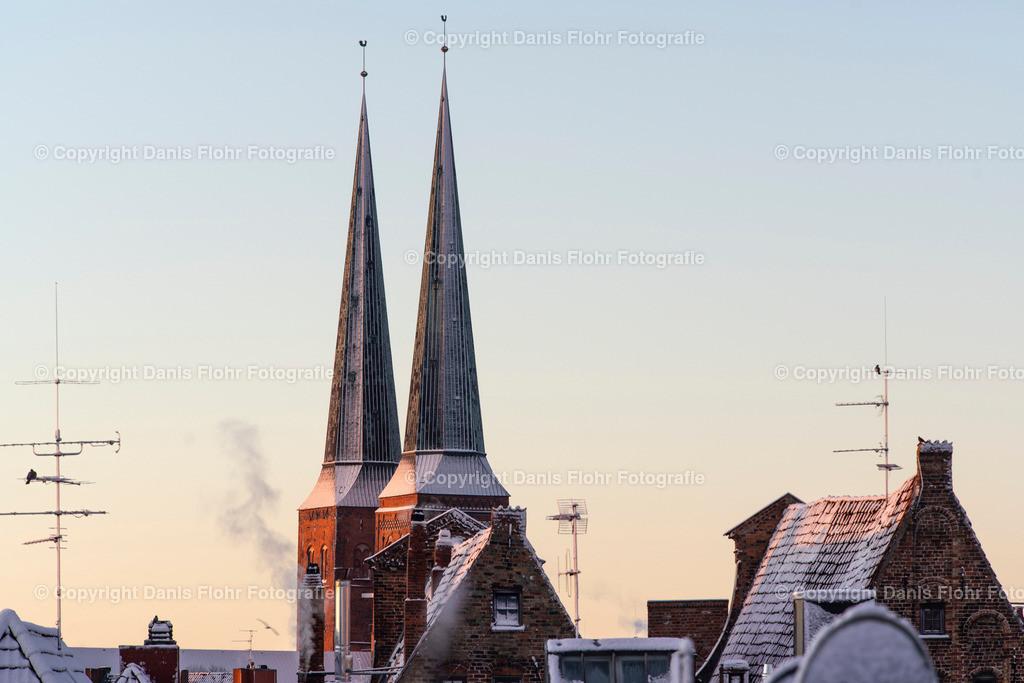 Winterlicher Dom | Der Dom zu Lübeck im Schneekleid.