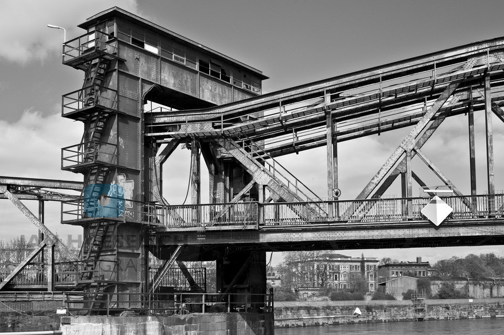 tolleansichten_075   Brücke in Magdeburg, unlimitiert