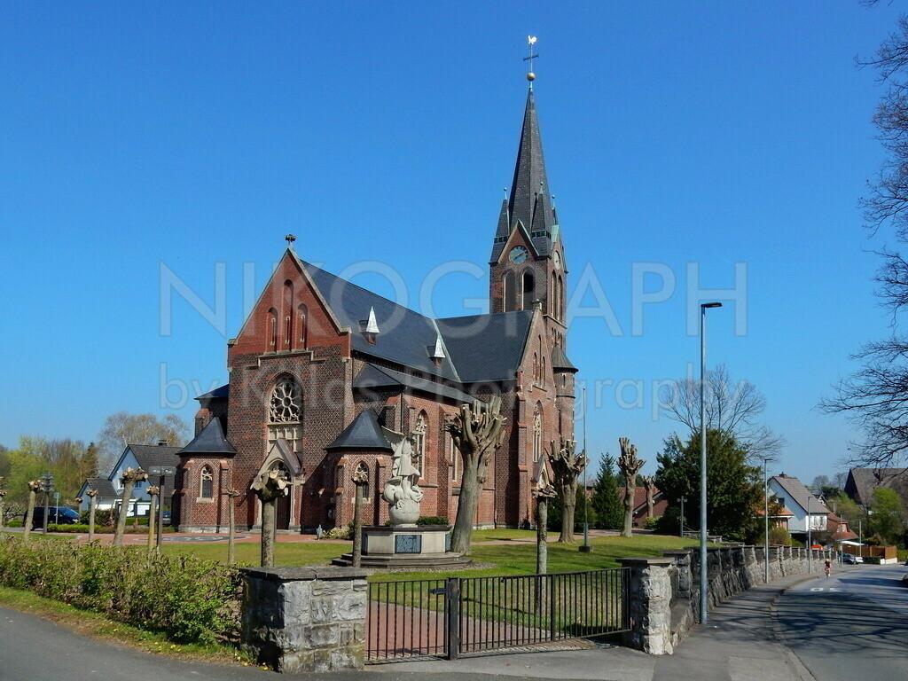 Kirche St. Antonius Einsiedler | Die katholische Kirche St. Antonius Einsiedler liegt im Stadtteil Halingen der Stadt Menden (Sauerland). Im Sommer 1908 wurde der Grundstein für die Kirche gelegt, die Einsegnung fand im Jahr 1909 statt.