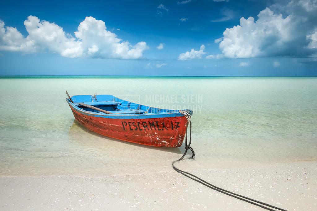 Mexiko - Fischerboot | Fischerboot am Strand von Holbox