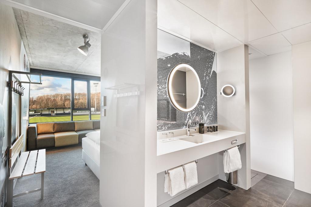 zimmer-businesszimmer bad-01-h4-hotel-moenchengladbach