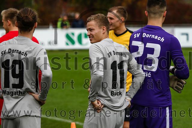 2019-10-19_002_FC_Moosinning_gegen_SV_Dornach | Moosinning, Deutschland, 19.10.2019: Fußball, Bezirksliga Nord 2019 / 2020, 15. Spieltag, FC Moosinning gegen SV Dornach, Endergebnis: 4:1  Manuel Wagatha (SV Dornach, #19), Markus Buck (SV Dornach, #11), Torwart Dominik Bertic (SV Dornach, #23)  Foto: Christian Riedel / fotografie-riedel.net