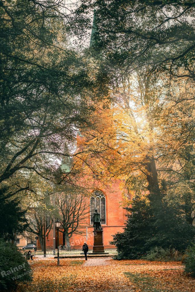 20201115-Christus und Garnisonskirche im Herbst 4514