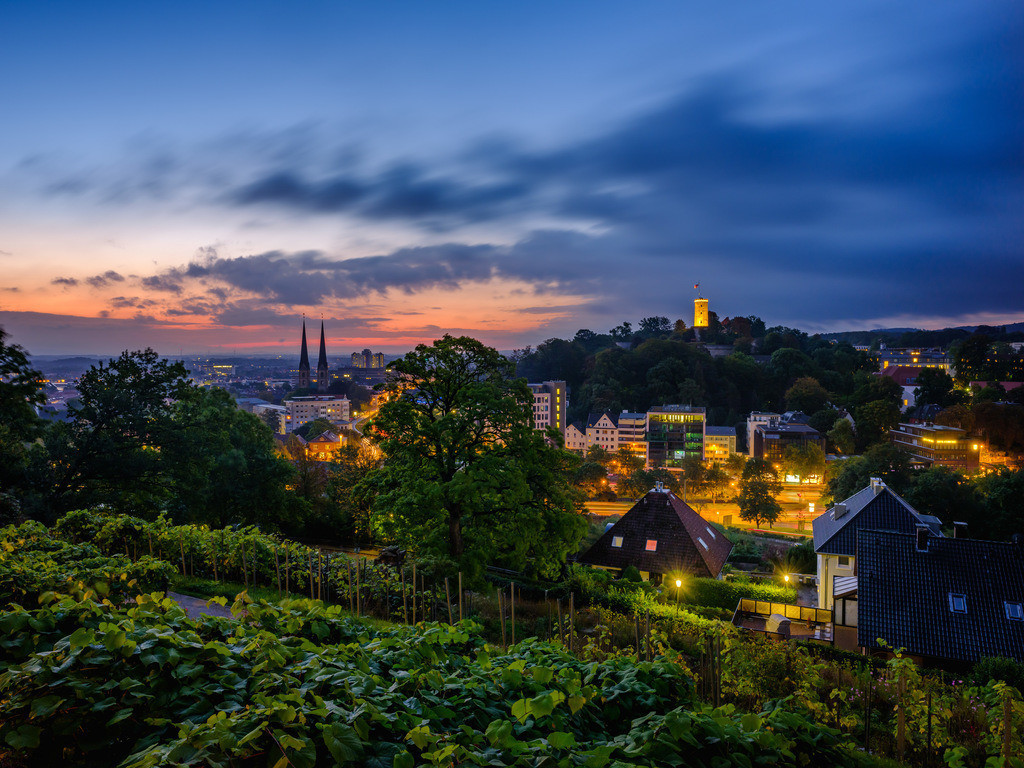 Bielefeld in der Morgendämmerung (Johannisberg) 1 | Bielefeld in der Morgendämmerung im September 2021 vom Johannisberg aus fotografiert.