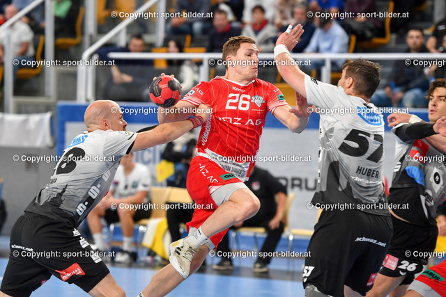 AUT, HLA, HC Linz AG vs Schwaz Handball Tirol   09.10.2021, Sporthauptschule Linz-Kleinmuenchen, AUT, HLA, HC Linz AG vs  Schwaz Handball Tirol, im Bild Lucijan Fizuleto (Linz) vs Gerald Zeiner (Tirol), Balthasar Huber (Tirol)