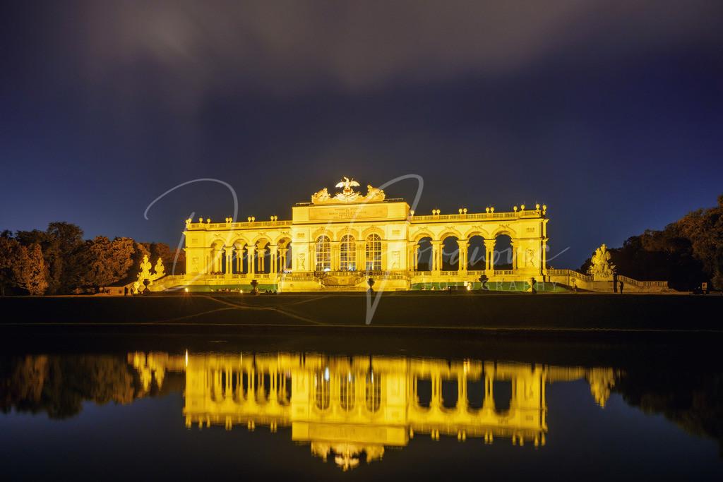 Gloriette | Die Schönbrunner Gloriette bei Nacht und im Herbst