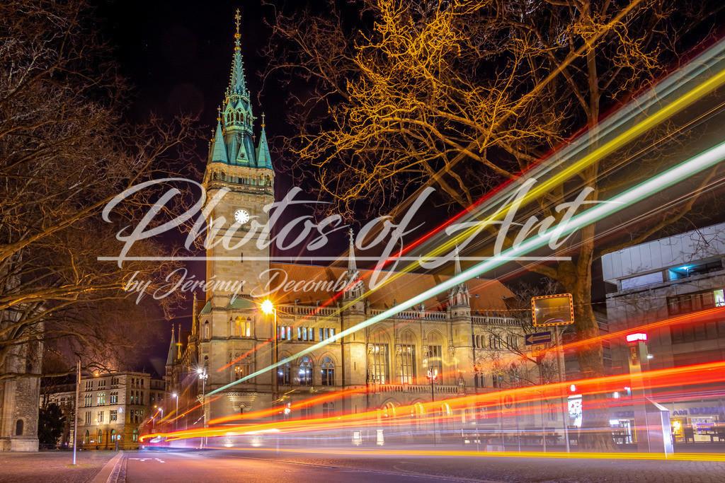 Braunschweiger Rathaus bei Nacht | Das Braunschweiger Rathaus bei Nacht mit Lichtern eines Busses