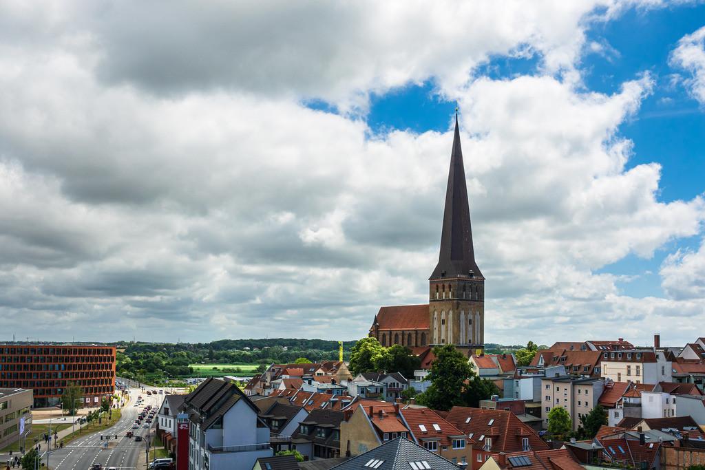 Blick auf die Petrikirche in der Hansestadt Rostock | Blick auf die Petrikirche in der Hansestadt Rostock.