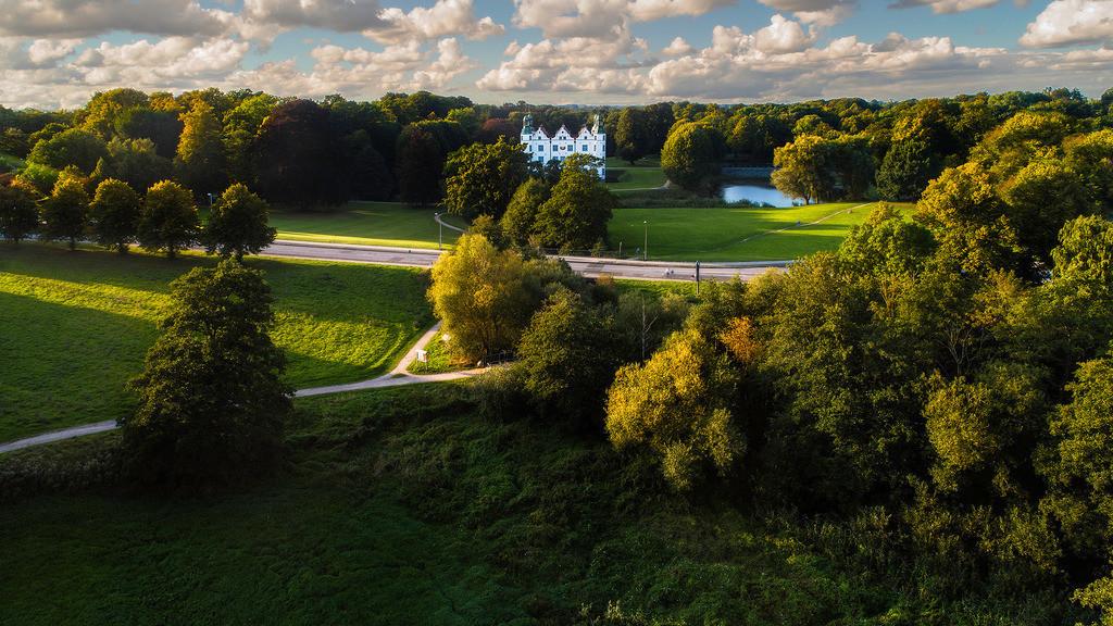 Sommerresidenz | Das Ahrensburger Schloss im Abendlicht