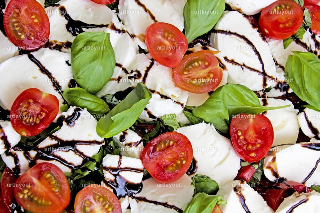 Tomaten mit Mozzarella   Tomaten, Mozzarella, Basilikum, Balsamico