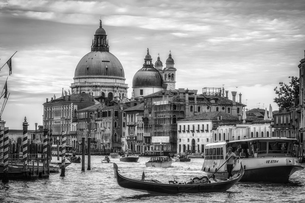 Venice-bnw-16