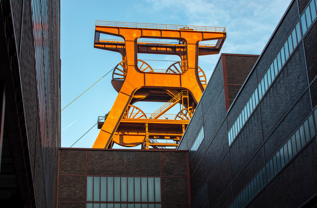 JT-181118-034 | Zeche Zollverein in Essen, UNESCO Welterbestätte, Doppelbock Fördergerüst von Schacht XII.