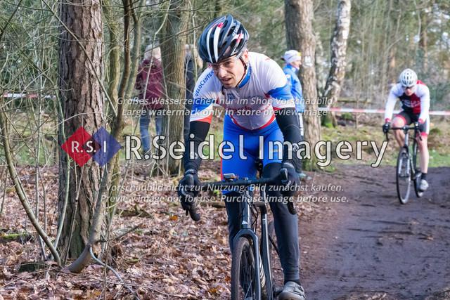 Radsport, Stevens Cyclocross Cup 2019, 10. Lauf (RSG Nordheide), Rennen 9 (Elite Herren + U23, Masters 2 / Elite Ü40 und Junioren U19), Buchholz i.d.N., 19.01.2020 | Reyk Herzog (Kieler Radsport Verein, #174, Masters 2)