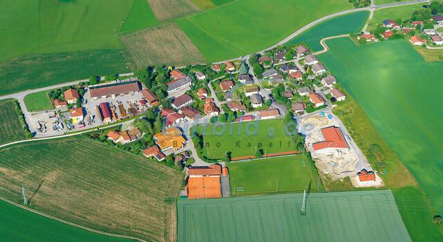 luftbild-nussdorf-chiemgau-bruno-kapeller-05 | Luftaufnahme von Nußdorf im Chiemgau, Sommer 2018. Das Dorf befindet sich ca.5 km vom Chiemsee entfernt, Landkreis Traunstein.