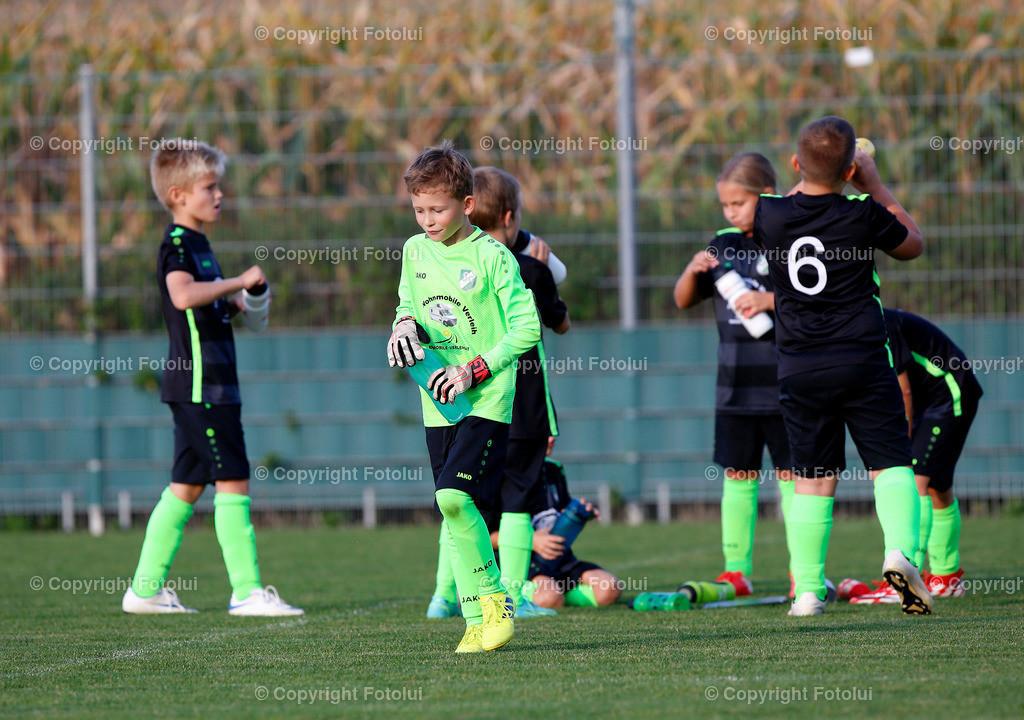 A_LUI27092021_06 | SPORT,FUSSBALL, FC WELS_SC HOERSCHING U 9 27.09.2021 IM BILD: SCHWARZ (HOERSCHING) UND ROT (FC WELS )FOTO:FOTOLUI