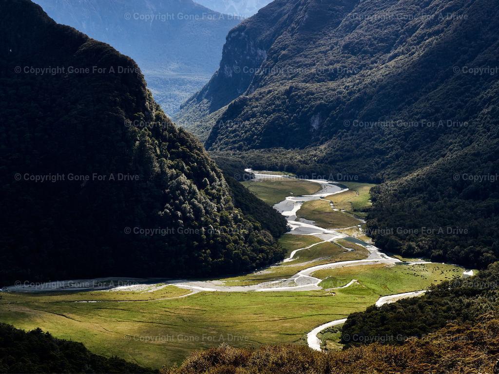 Neuseeland   Blick in ein das enge Routeburn Flats Tal auf dem Routeburn Track.