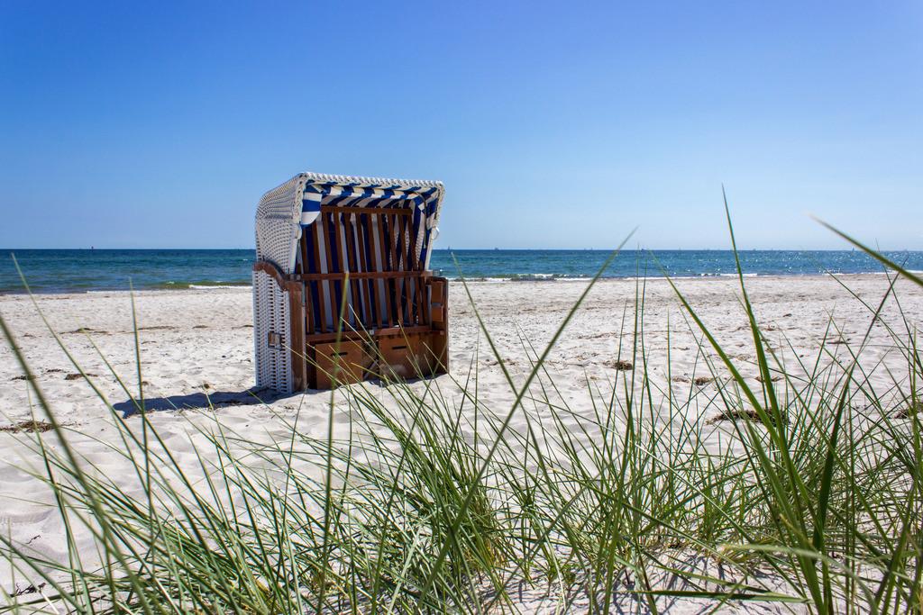 Strandkorb an der Ostsee   Strandkörbe am Strand