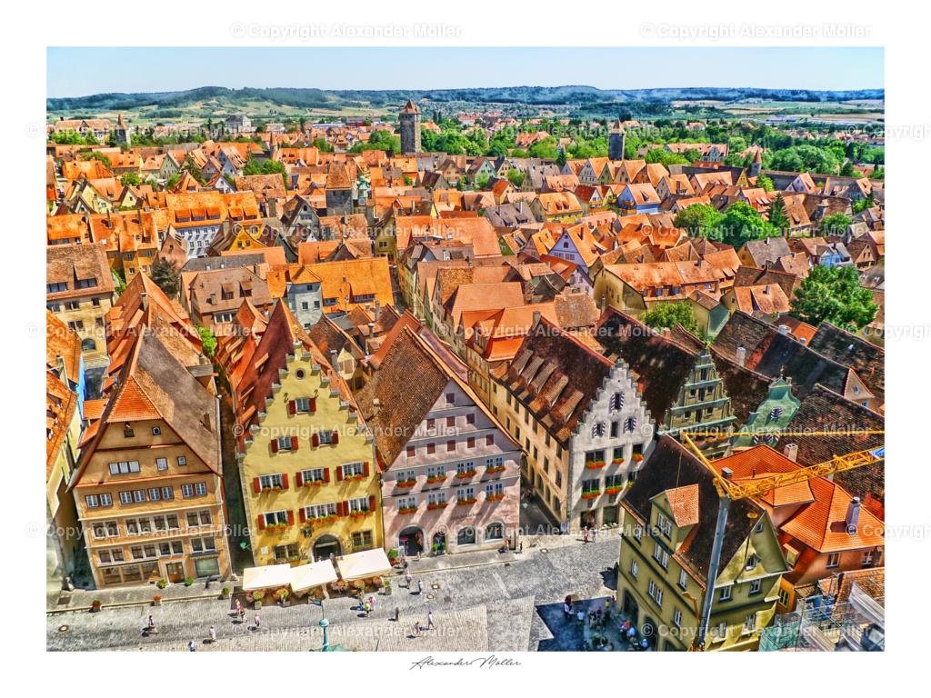 Rothenburg ob der Tauber No.83 | Dieses Werk zeigt den Blick vom Rathausturm auf den belebten Markplatz von Rothenburg.