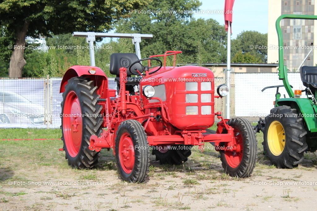 Fahr D 133 N Traktor, Schlepper (25 PS), 1959-61   Fahr D 133 N Traktor, Schlepper, Farbe: Rot, Fahr Baureihe D (Bezeichung nach Hubraum), Bauzeit: 1959-1961, Leistung 25 PS, BRD, Deutschland