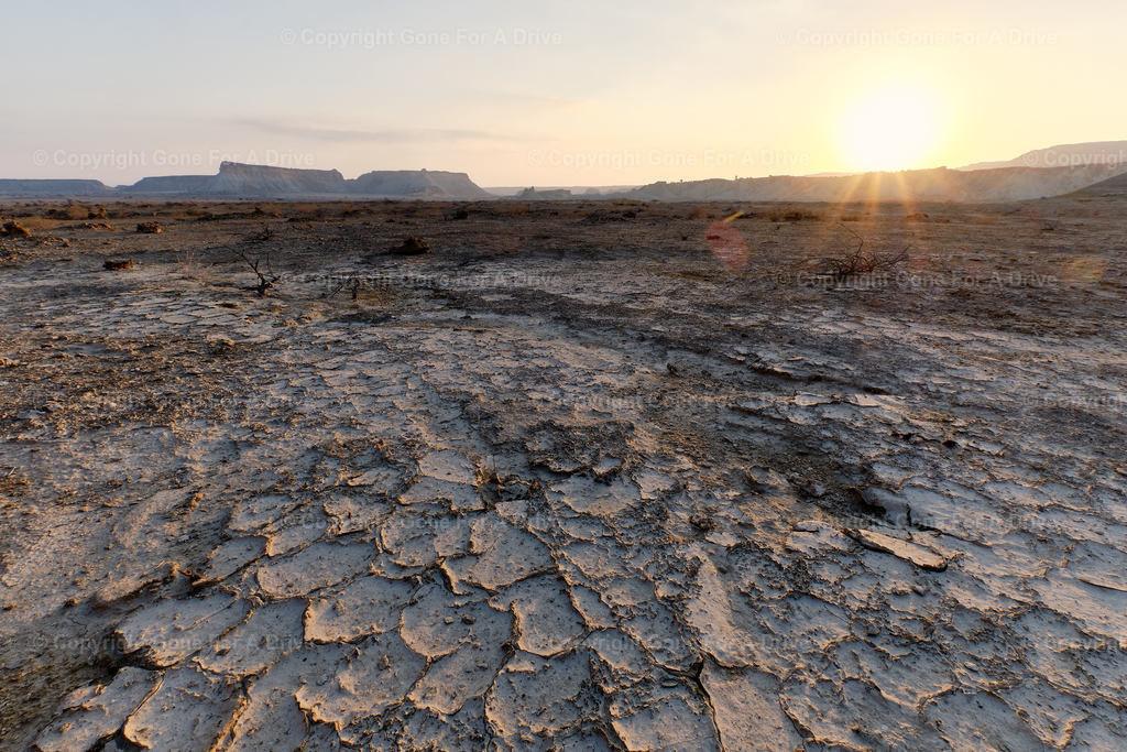 Iran | Sonnenuntergang über einer Wüstenlandschaft auf der Insel Qeshm im Persischen Golf