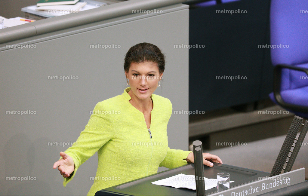 Sahra Wagenknecht im Bundestag Rednerpult