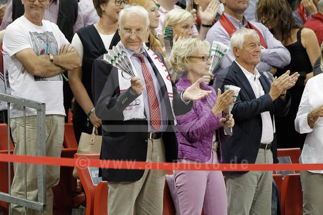 20160930_AF_D4_2436-2   Dr. Edmund Stoiber mit Gattin Karin Stoiber als Zuschauer beim  FC Bayern Basketball vs. S. Oliver Wuerzburg, Basketball, Bundesliga, 30.09.2016