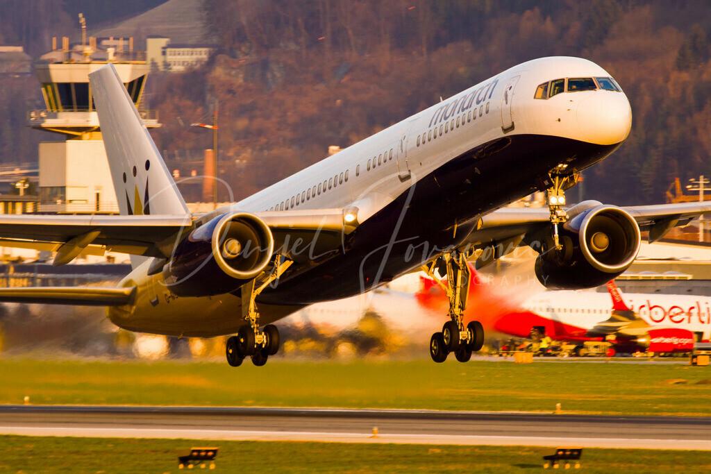 Monarch | Monarch Boeing 757 beim Abflug aus Innsbruck in der späten Abendsonne