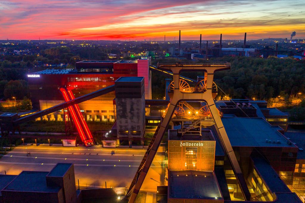 JT-181008-257 | Welterbe Zeche Zollverein in Essen, Doppelbock Fördergerüst von Schacht 12, Ruhrmuseum im Gebäude der ehemaligen Kohlenwäsche,