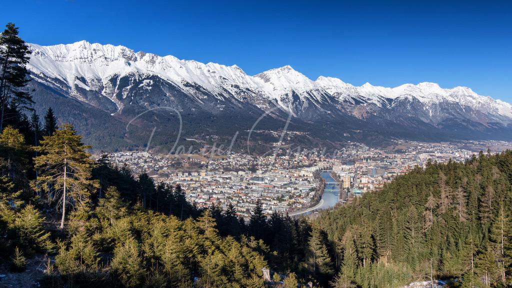 Blick auf Innsbruck   Blick auf Innsbruck und die Nordkette