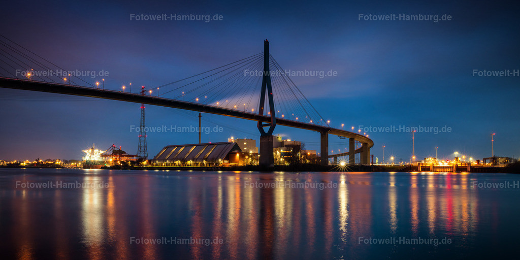 10210111 - Blaue Stunde an der Köhlbrandbrücke | Nächtliche Lichtstimmung im Hamburger Hafen an der Köhlbrandbrücke.