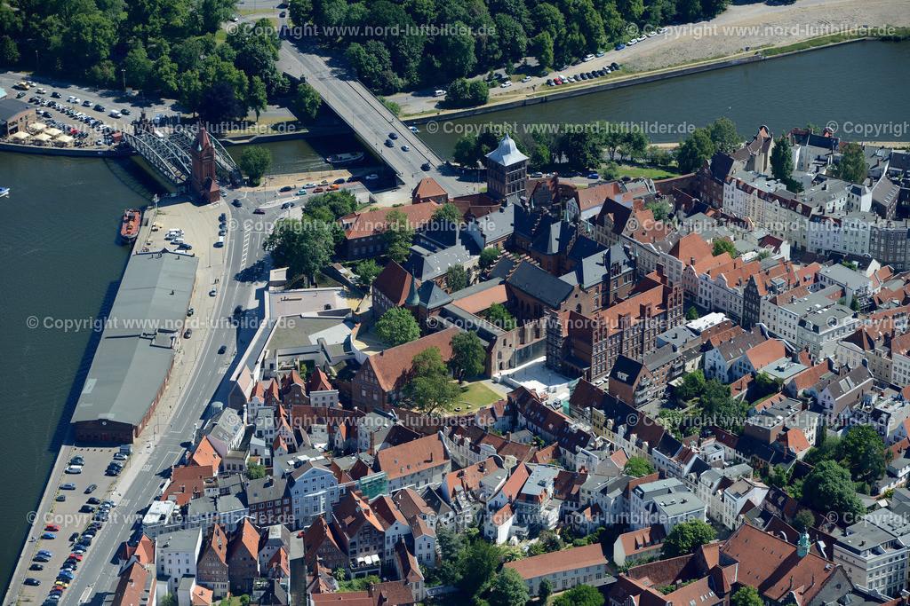 Lübeck_ELS_8575151106 | Lübeck - Aufnahmedatum: 10.06.2015, Aufnahmehoehe: 606 m, Koordinaten: N53°52.067' - E10°40.546', Bildgröße: 7360 x  4912 Pixel - Copyright 2015 by Martin Elsen, Kontakt: Tel.: +49 157 74581206, E-Mail: info@schoenes-foto.de  Schlagwörter;Foto Luftbild,Altstadt,HolstenTor,Kirche,Hanse,Hansestadt,Luftaufnahme,