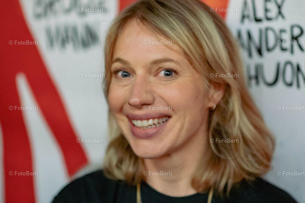 Nö-Premiere   Anna Brüggemann
