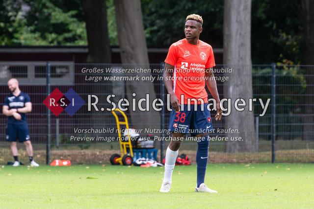 Fußball, Herren, Testspiel, Hamburger SV - FC Midtjylland, HSV-Trainingsplatz am Volksparkstadion, 20.08.2020 | Frank Onyeka (#38, Midtjylland)