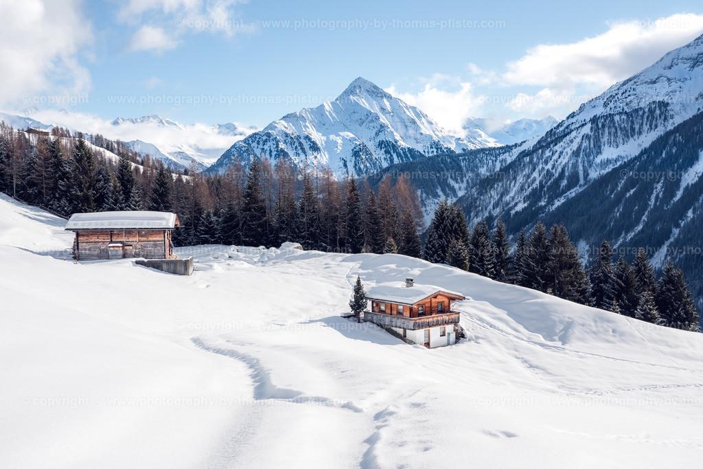 Winterliche Alm in Schneetal Tux-1