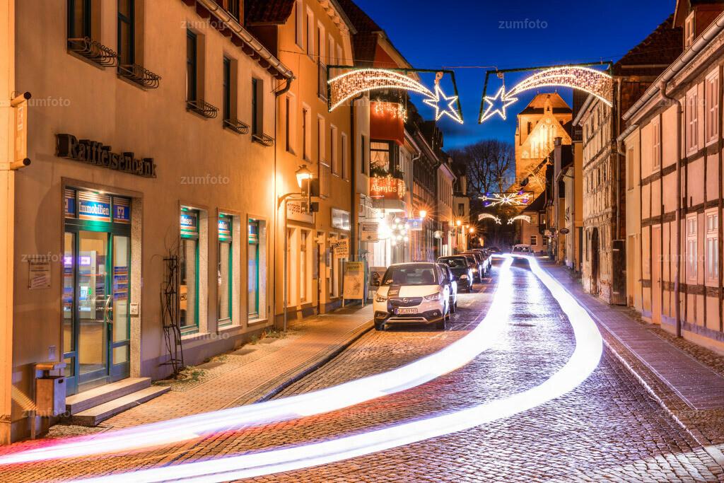 190103_1711-9459-65   Kirchenstraßen von Waren (Müritz) zur Weihnachtszeit.   ⠀⠀⠀⠀⠀⠀⠀⠀⠀ Das Bild entstand zur blauen Stunde. ⠀⠀⠀⠀⠀⠀⠀⠀⠀ --Dateigröße 6700 x 4400 Pixel--