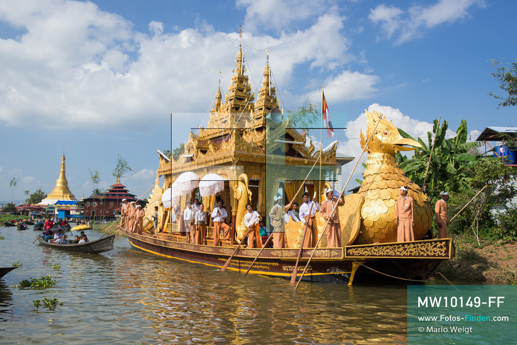 MW10149-FF | Myanmar | Inle-See | Nyaungshwe | Reportage: Ye Lin lebt auf dem Inle-See | Während des Phaung Daw U Festivals wird die goldene Barke Shwe Hintha von Dorf zu Dorf gerudert. Der 8-jährige Ye Lin Yar Zar lebt mit seinen Eltern in einem Pfahlhaus auf dem Inle-See. Er gehört zur ethnischen Gruppe der Intha und beherrscht die einzigartige Einbeinrudertechnik, um zur Schule zukommen.  ** Feindaten bitte anfragen bei Mario Weigt Photography, info@asia-stories.com **