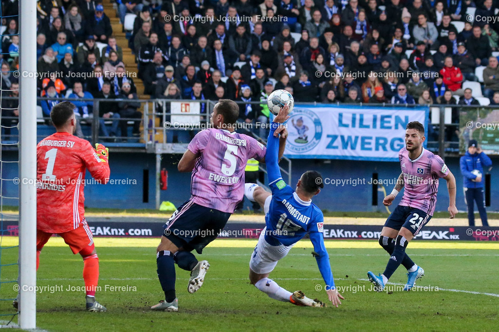 191221svdvshsv_0659 | 21.12.2019 Fussball 2.Bundesliga, SV Darmstadt 98-Hamburger SV emspor, despor  v.l.,  Goalkeeper, Torwart Daniel Heuer Fernandes (Hamburger SV),Ewerton (Hamburger SV),Serdar Dursun (SV Darmstadt 98),Zweikampf, Action, Aktion, Battles for the Ball    (DFL/DFB REGULATIONS PROHIBIT ANY USE OF PHOTOGRAPHS as IMAGE SEQUENCES and/or QUASI-VIDEO)