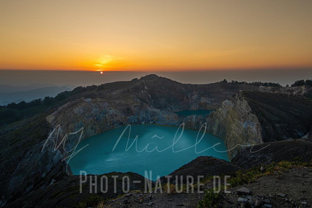 Die ersten Sonnenstrahlen des Tages | Ein neuer Tag beginnt auf dem Plateau eines Vulkanes mit seinen zwei Seen