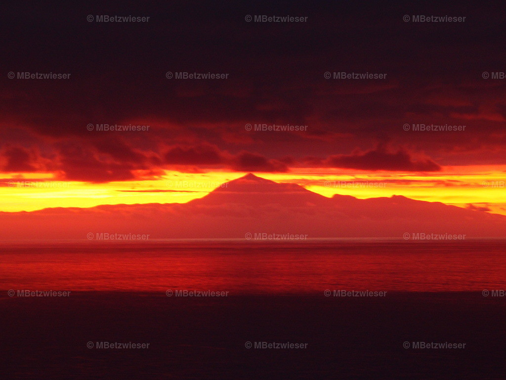 PB134125   Der Teide beim Sonnenaufgang