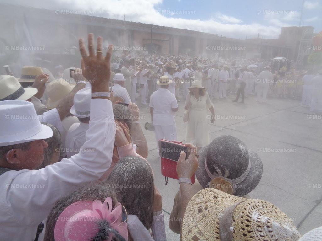 DSC00847   Es fällt schwer zu atmen - Dia de Los Indianos